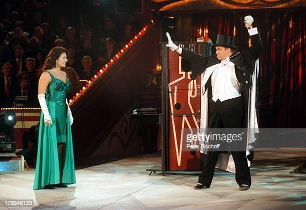 Christine Neubauer Hape Kerkeling 'Starsin der Manege 1999' Circus KroneMünchen Zauberer zaubern Magier ArenaZirkus