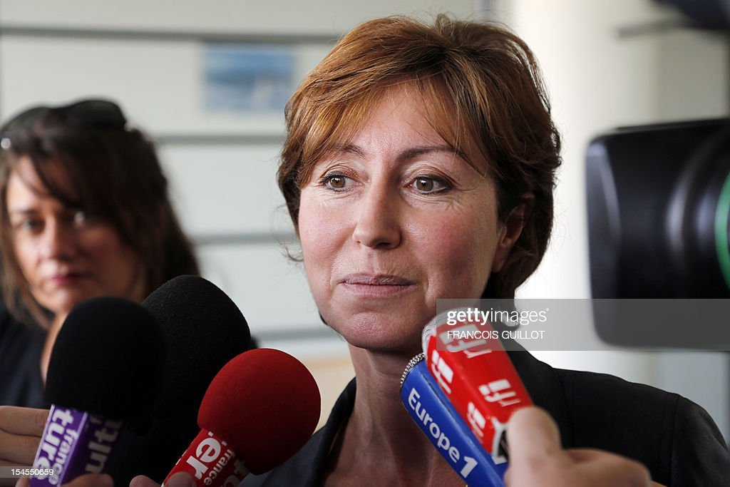 Christine Noiville, head of the Economic, Ethics and social committee and member of the French High Council of Biotechnology (HCB) gives a press conference on October 22, 2012 after the presentation of the long-term animal study by Gilles-Eric Seralini, professor of the University of Caen, about Genetically Modified (GMO) food, which, according to him, proves the long-term toxicity of GMOs and 'Round-up'. The study examined the long-term effects of Monsanto's Roundup weedkiller and NK603 Roundup-resistant GM maize and linked them to mammary tumors, kidney and liver damage and other serious illnesses in rats. AFP PHOTO / FRANCOIS GUILLOT