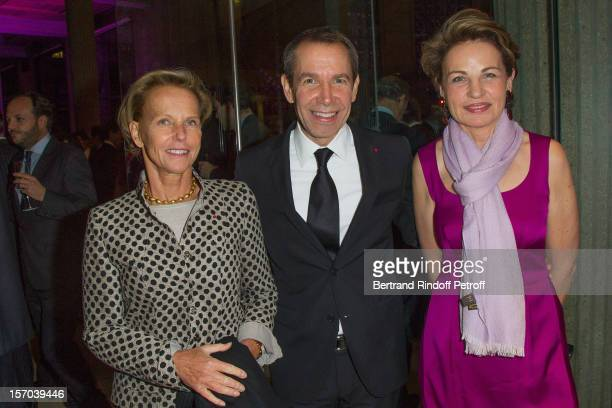 Christine Ockrent American artist Jeff Koons and guest attend the annual gala evening of the FrenchAmerican Foundation at the Palais d'Iena honoring...