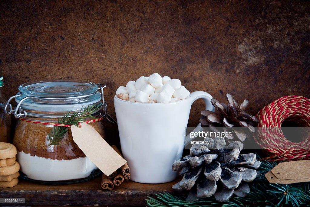 composition de no l avec chocolat chaud photo getty images. Black Bedroom Furniture Sets. Home Design Ideas
