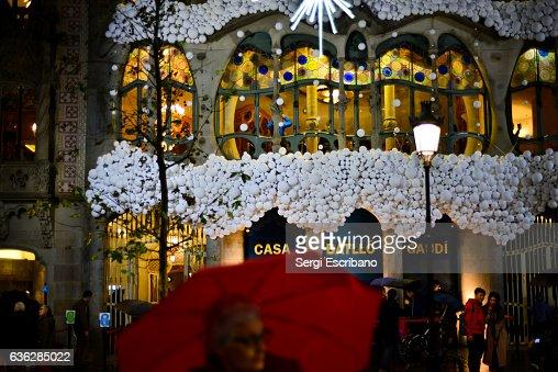 Christmas decoration on the façade of Casa Batlló : ストックフォト