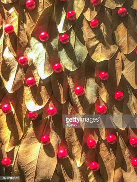 Christmas decoration using dry leaves
