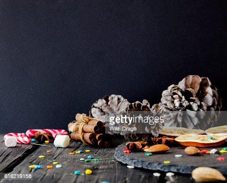 Weihnachtsdekoration mit Tanne Zweige : Stock-Foto