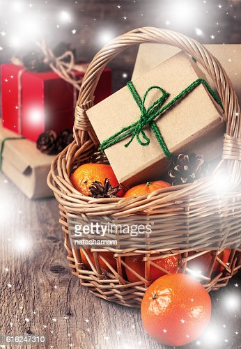 Christmas decoration with gifts (with bokeh) : Foto de stock