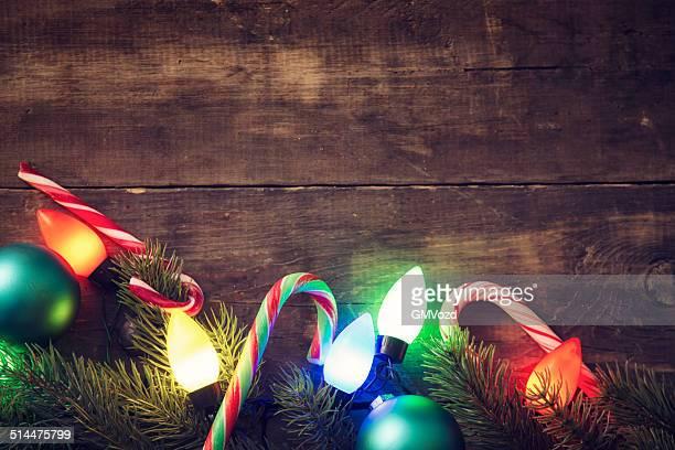Décoration de Noël avec des décorations et illuminations de Noël