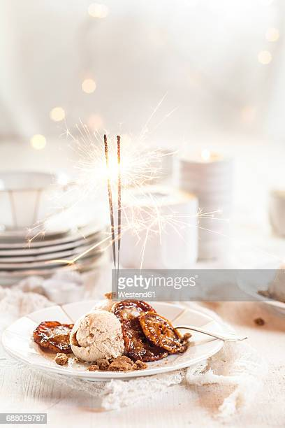 Christmas dessert with Spekulatius ice cream and caramelized apples