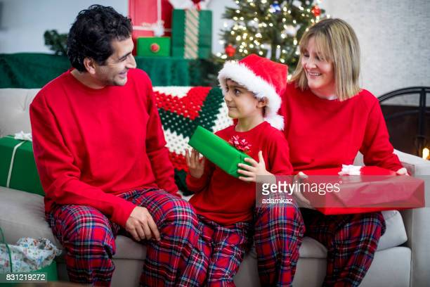 クリスマス家族現在オープニング