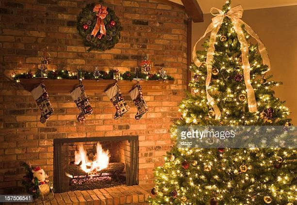 Escena de Navidad con chimenea