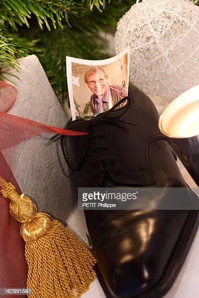Christmas Gifts 2004 Les cadeaux pour Michel jeune grandpère hyper branché sa photo dans une chaussure Weston au pied du sapin