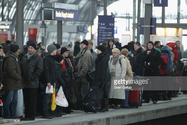 Christmas holiday travellers crowd a train platform at Hauptbahnhof railway station on December 22 2010 in Berlin Germany German state rail carrier...