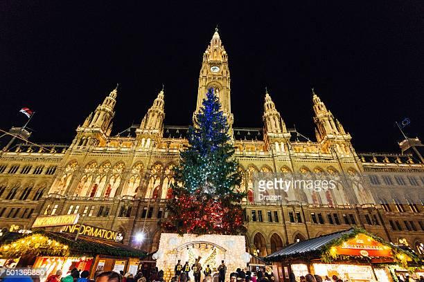 Weihnachten in Wien, Österreich – Weihnachtsdekoration auf die city hall