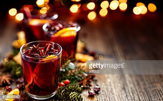 Christmas mulled red wine in a glass : Foto de stock