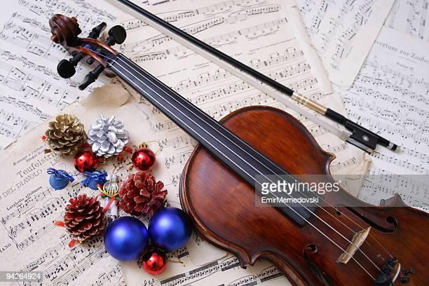 Christbaumkugel mit Geige