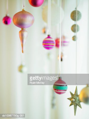 Christmas ornaments hanging from strings : Foto de stock