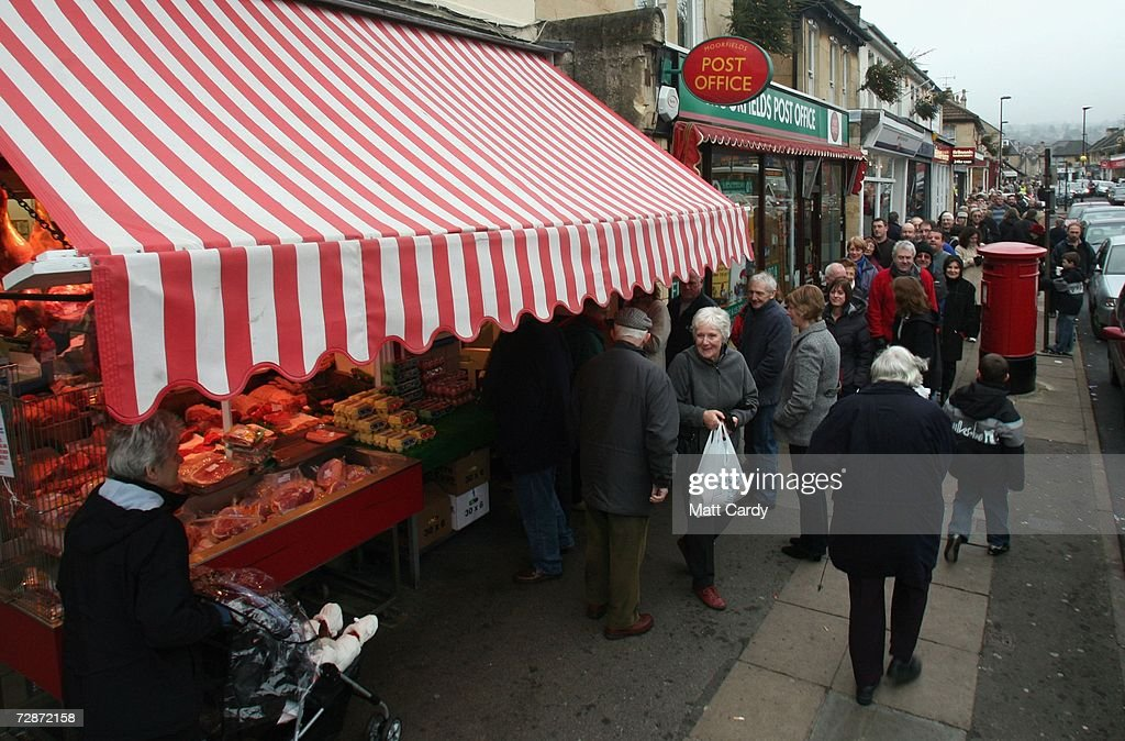 Christmas shoppers queue outside a butchers on December 23, 2006 in Bath, England. With just two days to go before Christmas, the streets are full of people as they are finishing their last-minute Christmas shopping.