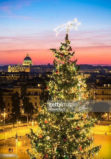 Albero di Natale e a Piazza del Popolo a Roma, Italia