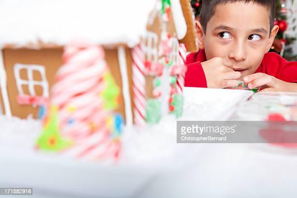 Natal-O MENINO sneaking comer Doces