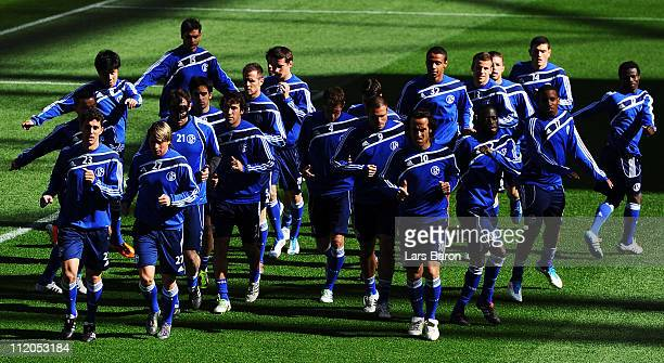 Christof Metzelder Raul and other team mates warm up during a FC Schalke 04 training session ahead of the UEFA Champions League quarter final second...