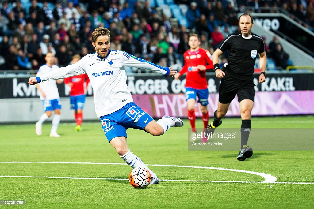 Christoffer Nyman of IFK Norrkoping shoots during the Allsvenskan match between IFK Norrkoping and Helsingborgs IF at Ostgotaporten on May 2, 2016 in Norrkoping, Sweden.