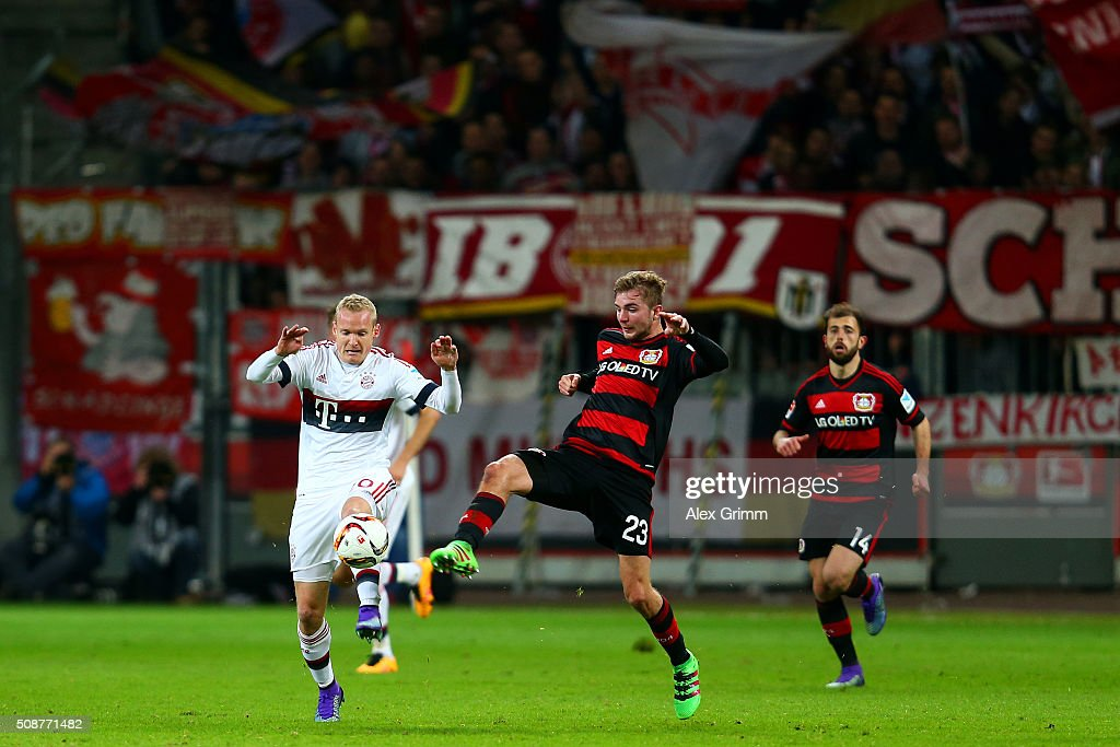 <a gi-track='captionPersonalityLinkClicked' href=/galleries/search?phrase=Christoph+Kramer&family=editorial&specificpeople=5588926 ng-click='$event.stopPropagation()'>Christoph Kramer</a> of Bayer Leverkusen battles for the ball with <a gi-track='captionPersonalityLinkClicked' href=/galleries/search?phrase=Sebastian+Rode&family=editorial&specificpeople=5704950 ng-click='$event.stopPropagation()'>Sebastian Rode</a> of FC Bayern Muenchen during the Bundesliga match between Bayer Leverkusen and FC Bayern Muenchen at BayArena on February 6, 2016 in Leverkusen, Germany.
