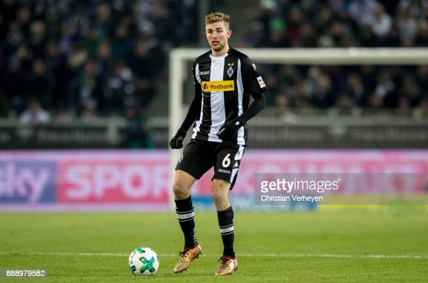Christoph Kramer of Borussia Moenchengladbach controls the ball during the Bundesliga match between Borussia Moenchengladbach and FC Schalke 04 at...