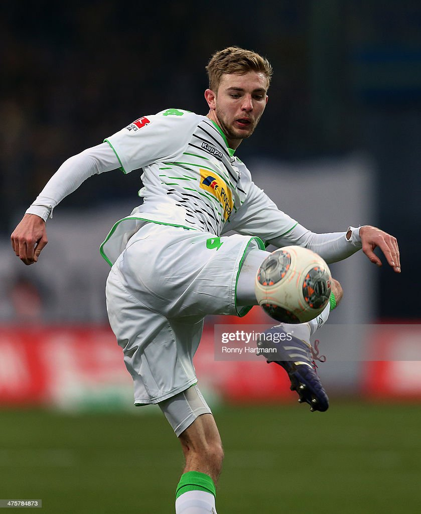 <a gi-track='captionPersonalityLinkClicked' href=/galleries/search?phrase=Christoph+Kramer&family=editorial&specificpeople=5588926 ng-click='$event.stopPropagation()'>Christoph Kramer</a> of Moenchengladbach controls the ball during the Bundesliga match between Eintracht Braunschweig and Borussia Moenchengladbach at Eintracht Stadion on March 1, 2014 in Braunschweig, Germany.