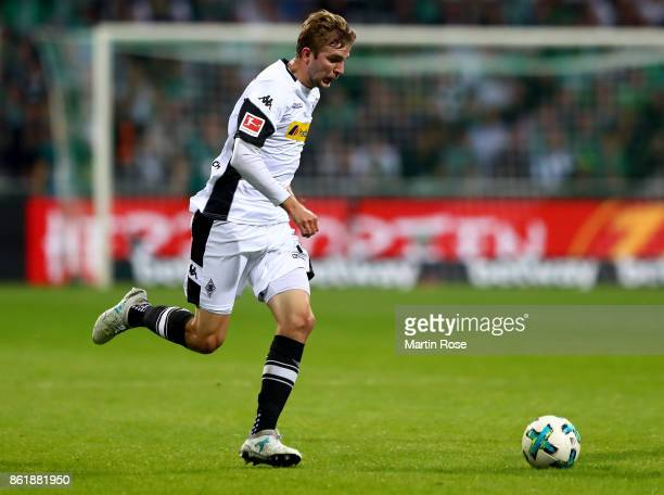 Christoph Kramer of Moenchengladbach runs with the ball during the Bundesliga match between SV Werder Bremen and Borussia Moenchengladbach at...