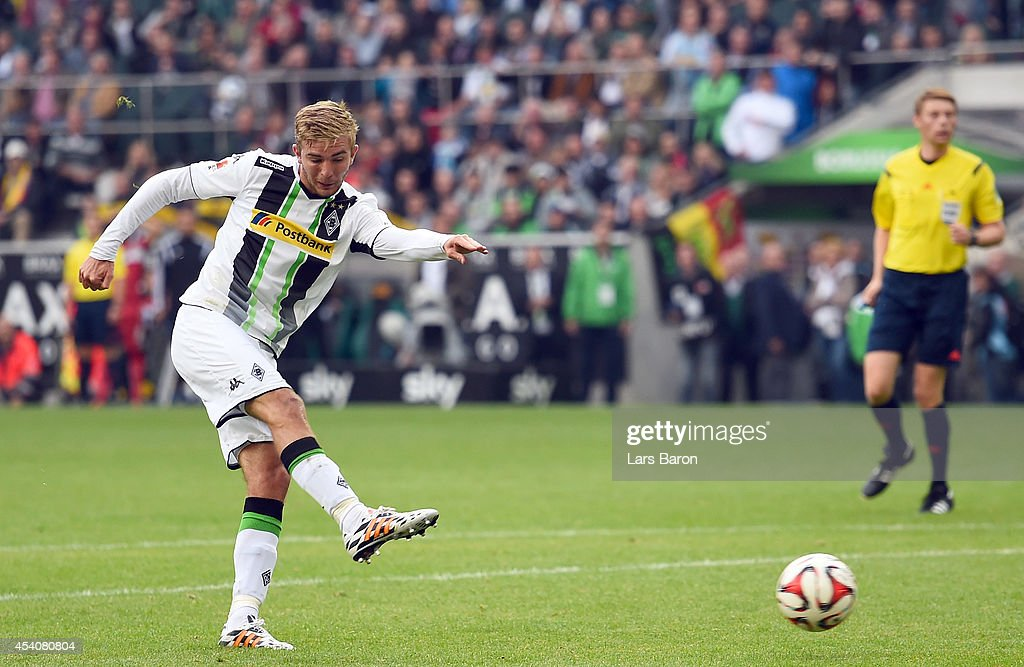 <a gi-track='captionPersonalityLinkClicked' href=/galleries/search?phrase=Christoph+Kramer&family=editorial&specificpeople=5588926 ng-click='$event.stopPropagation()'>Christoph Kramer</a> of Moenchengladbach scores his teams first goal during the Bundesliga match between Borussia Moenchengladbach and VfB Stuttgart at Borussia Park Stadium on August 24, 2014 in Moenchengladbach, Germany.