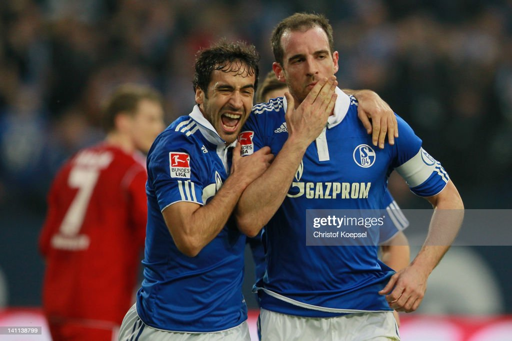 Christoph Metzelder of Schalke celebrates the second goal with Raul Gonzalez during the Bundesliga match between FC Schalke 04 and Hamburger SV at...