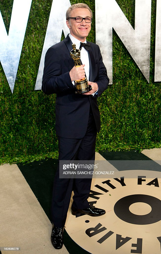Christoph Waltz poses with his Oscar for best supporting actor after arriving for the 2013 Vanity Fair Oscar Party on February 24, 2013 in Hollywood, California. AFP PHOTO / ADRIAN SANCHEZ-GONZALEZ