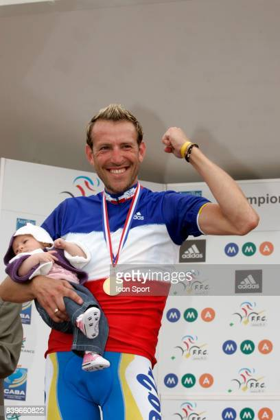Christophe MOREAU et son bebe AG2R Championnats de France 2007 Course en Ligne Elite Aurillac