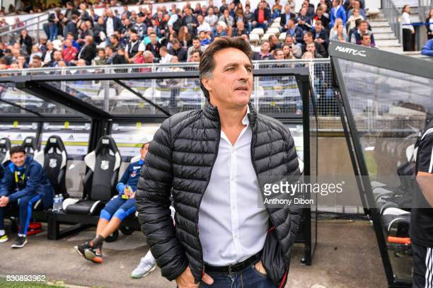 Christophe Pelissier coach of Amiens during the Ligue 1 match between Amiens SC and Angers SCO at Stade de la Licorne on August 12 2017 in Amiens