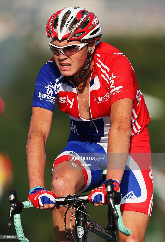 Christopher Froome of Great Brtiain rides in the peloton during the Men's Road Race at the 2009 UCI Road World Championships on September 27, 2009 in Mendrisio, Switzerland.