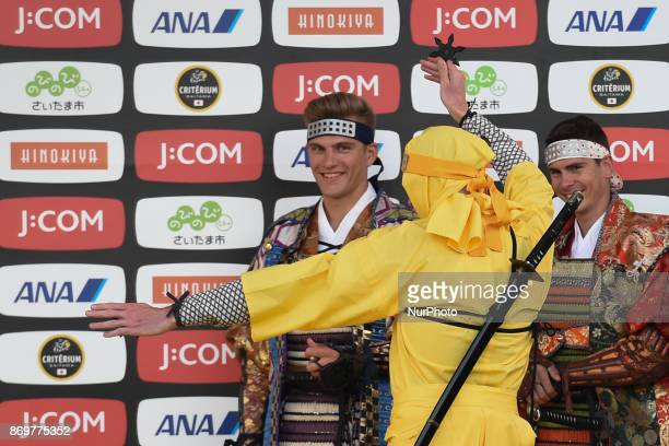 Christopher FROOME trows a shuriken a Japanese concealed weapon watched by Marcel KITTEL and Warren BARGUIL during Samurai vs Ninja combat...