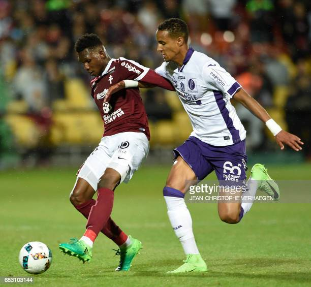 Christopher Jullien vies with Metz' midfielder Ismaila Sarr during the French L1 football match between Metz and Toulouse on May 14 2017 at Saint...