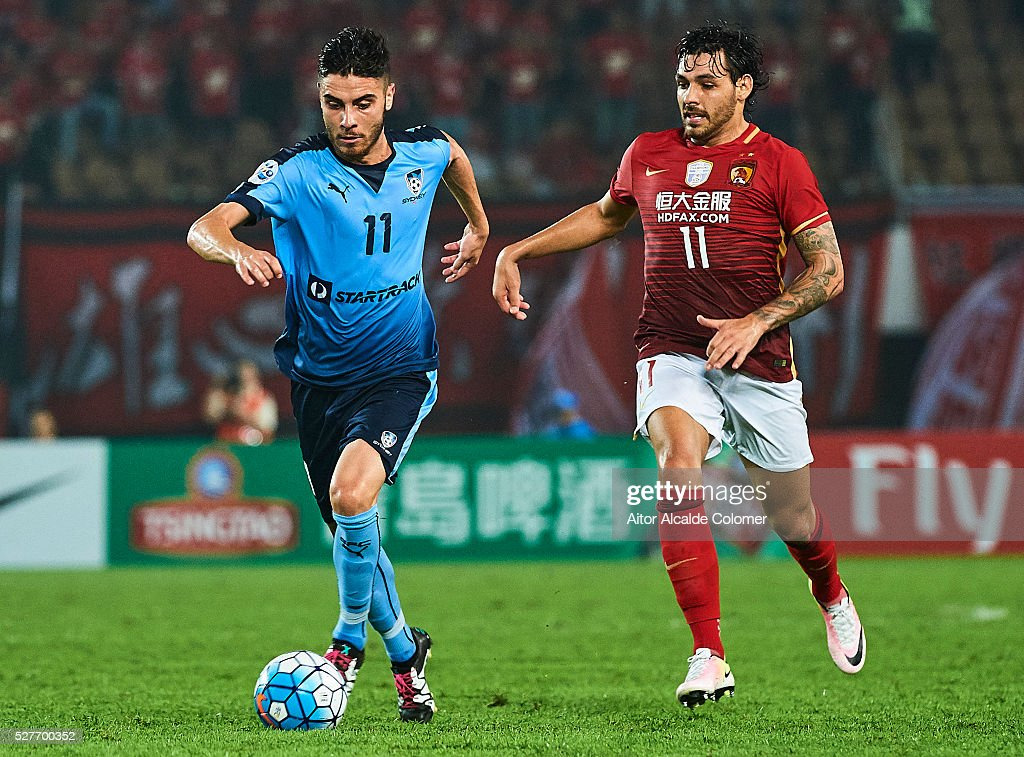 Christopher Naumoff of Sydney FC (L) being followed by <a gi-track='captionPersonalityLinkClicked' href=/galleries/search?phrase=Ricardo+Goulart&family=editorial&specificpeople=7462579 ng-click='$event.stopPropagation()'>Ricardo Goulart</a> of Guangzhou Evergrande (R) during the AFC Asian Champions League match between Guangzhou Evergrande FC and Sydney FC at Tianhe Stadium on May 3, 2016 in Guangzhou, China.