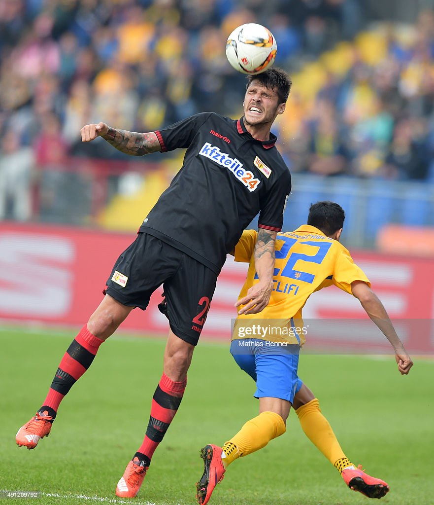 Christopher Trimmel of 1 FC Union Berlin and Salim Khelifi of Eintracht Braunschweig during the Second Bundesliga match between Eintracht...