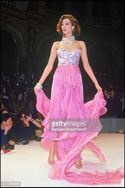 Christy Turlington Jean Louis Scherrer Haute Couture fashion show spring summer 1992 in Paris