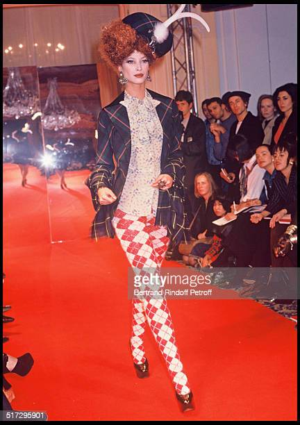 Christy Turlington Vivienne Westwood ready to wear fashion show fall winter 1993 collections