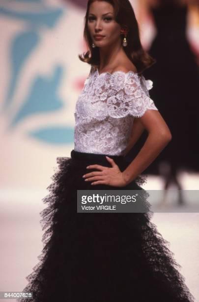 Christy Turlington walks the runway at the Oscar de la Renta Ready to Wear Spring/Summer 1993 fashion show during the Paris Fashion Week in October...