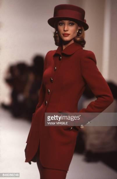 Christy Turlington walks the runway at the Oscar de la Renta Ready to Wear Fall/Winter 19921993 fashion show during the Paris Fashion Week in March...
