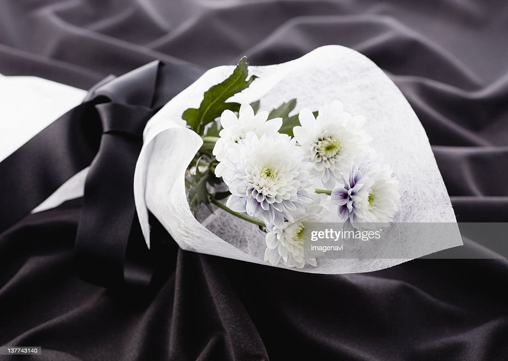 Chrysanthemum bouquet (mourning image)