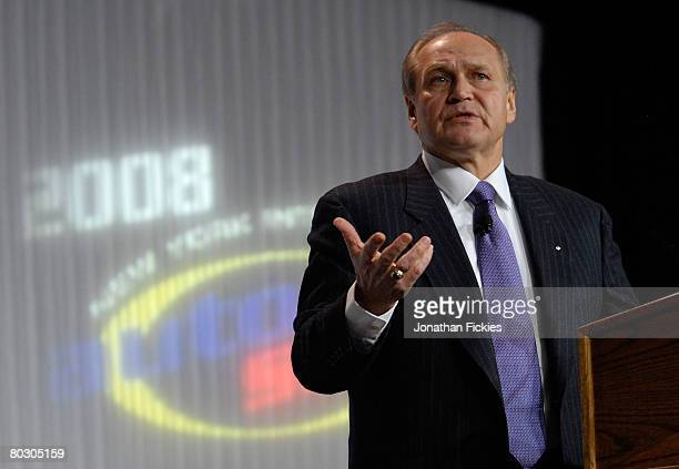 Chrysler CEO Robert Nardelli delivers the keynote address during the opening breakfast at the 2008 New York International Auto Show March 19 2008 in...
