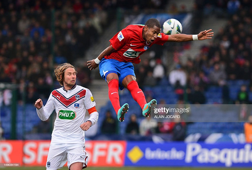 Châteauroux's forward Claudio Beauvue (R) heads the ball in front of Bordeaux's midfielder Jaroslav Plasil during a French Cup football match between Châteauroux and Bordeaux on January 6, 2013 at the Gaston Petit stadium in Châteauroux. AFP PHOTO/ ALAIN JOCARD