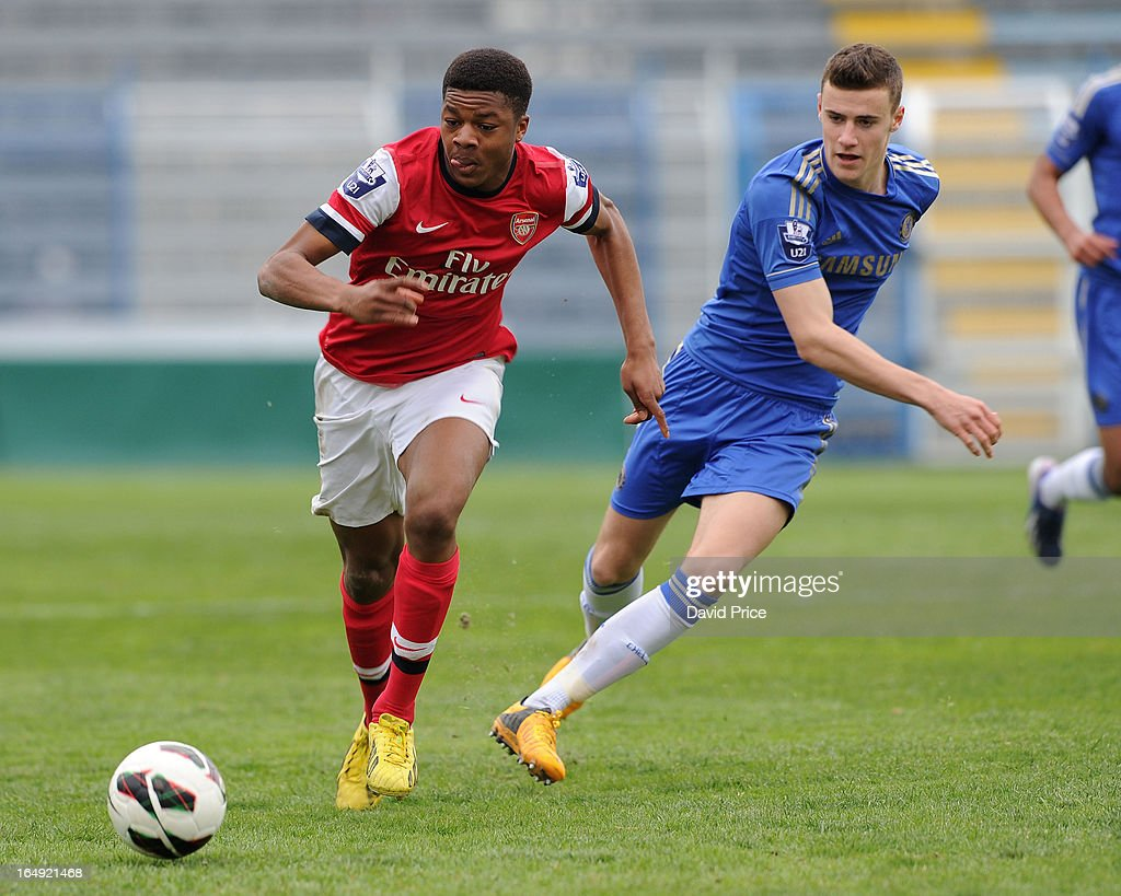 <a gi-track='captionPersonalityLinkClicked' href=/galleries/search?phrase=Chuba+Akpom&family=editorial&specificpeople=8082058 ng-click='$event.stopPropagation()'>Chuba Akpom</a> of Arsenal races past Alex Davey of Chelsea during the NextGen Series Semi Final match between Arsenal and Chelsea at Stadio Guiseppe Sinigallia on March 29, 2013 in Como, Italy.