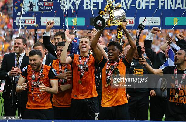 Chuba Akpom of Hull City celebrates with the trophy after the Sky Bet Championship Play Off Final match between Hull City and Sheffield Wednesday at...