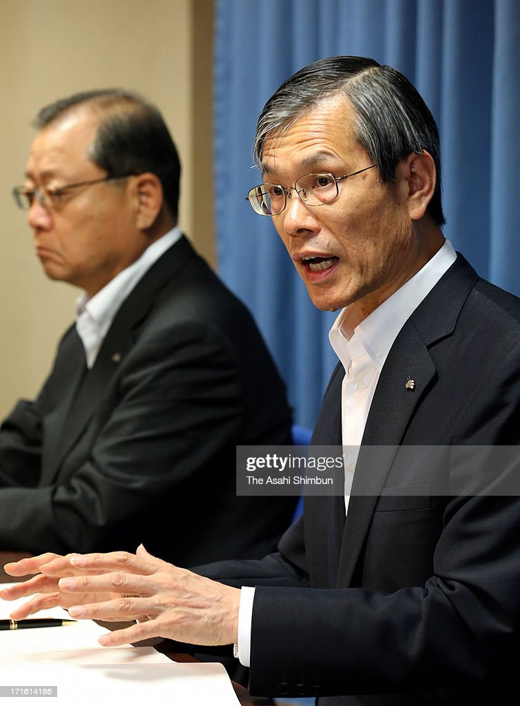 Chubu Electric Power Co President Akihisa Mizuno (R) speaks during a press conference after their shareholders meeting site on June 26, 2013 in Nagoya, Aichi, Japan. Japan's all nine electric power companies hold shareholders meeting, denied 72 shareholders proposals of nuclear-free power generation, took clear stance of restarts of nuclear power plants in Japan.