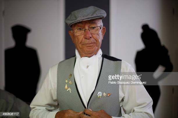 'Chulapo' Fernando Romero tie his jacket at the 'Association of Rompe y Rasga' premises during the San Isidro festivities before making his way to...