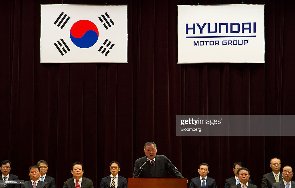 Chung Mong Koo, chairman of Hyundai Motor Co. and Kia Motors Corp., center, speaks during a new year company meeting in Seoul, South Korea, on Wednesday, Jan. 2, 2013. Hyundai Motor and smaller affiliate Kia Motors, South Korea's two largest automakers, forecast their slowest sales growth in seven years as a slowing global economy and strengthening won saps demand. Photographer: SeongJoon Cho/Bloomberg via Getty Images