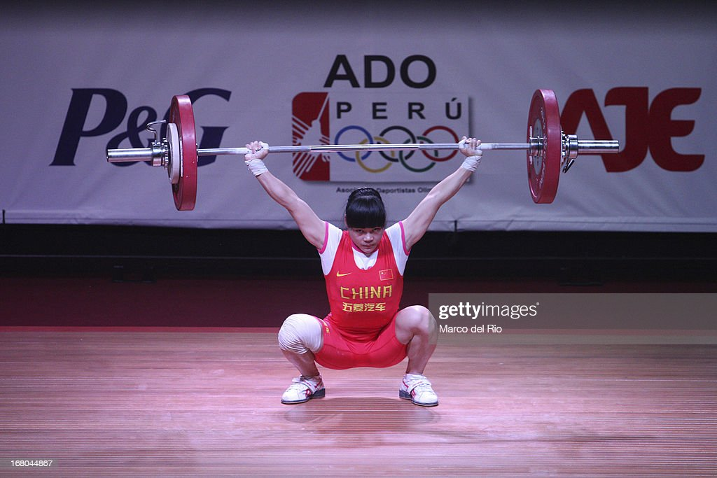 Chunying Guan of China A competes in the Women's 48kg snatch during day one of the 2013 Junior Weightlifting World Championship at Maria Angola Convention Center on April 04, 2013 in Lima, Peru.